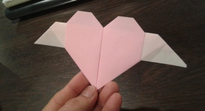 Now I know how to make a heart with wings!  羽のついているハートの作り方を、まなびました。